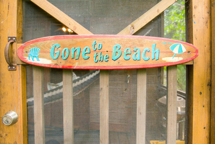 Gone to the Beach Sundancer Cabana Roatan MLS 15-387